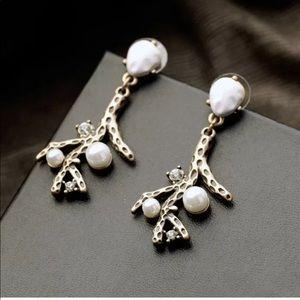 Jewelry - 💎 Beautiful Coral Branch Pearl Vintage Earrings